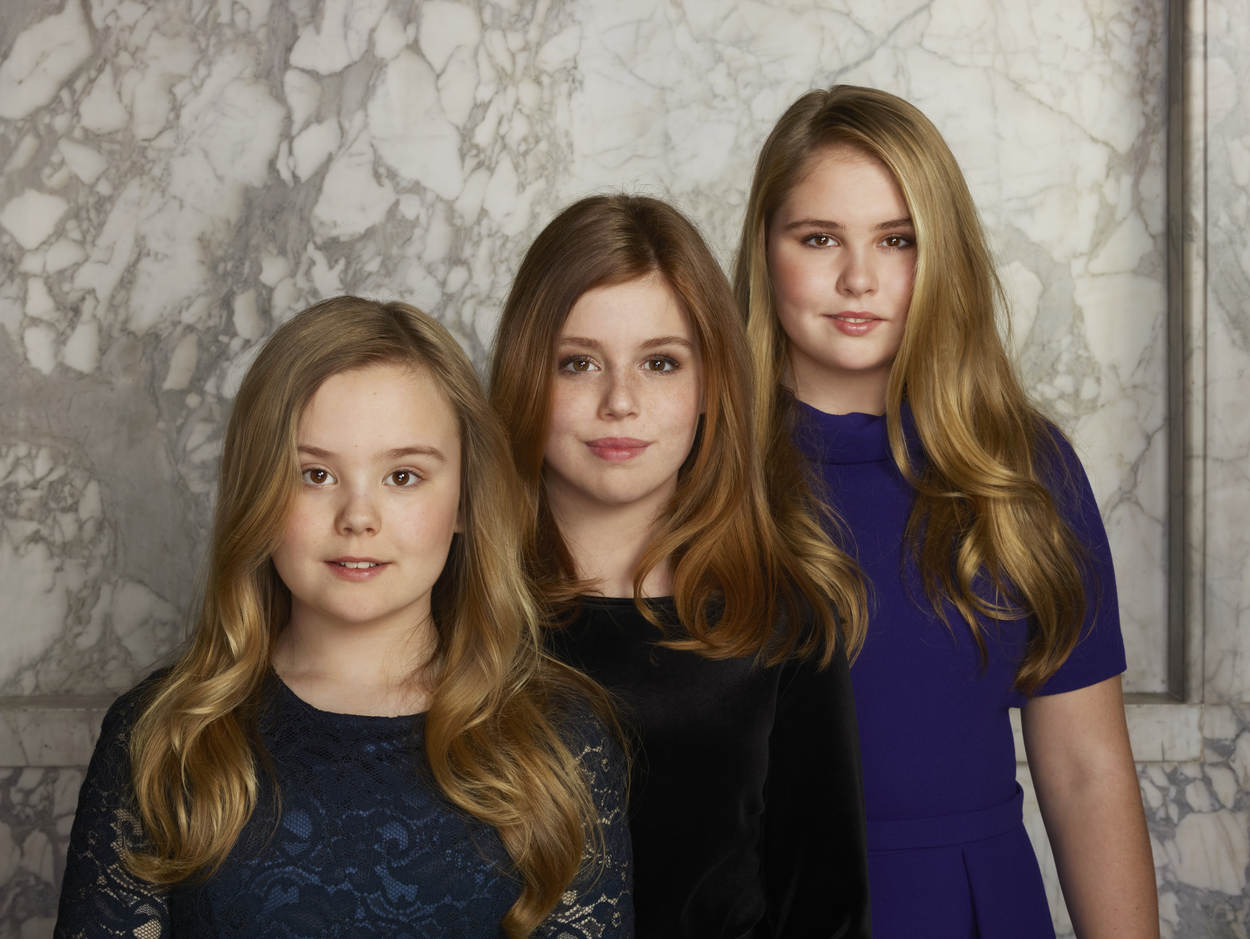 Aufgereiht wie die Orgelpfeifen: Prinzessin Ariane, Prinzessin Alexia und Prinzessin Amalia.  Foto:RVD - Erwin Olaf