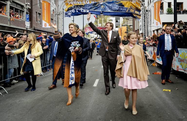 Auch dieses Jahr wird König Willem-Alexander an seinem Geburtstag wieder mit seiner Familie durch die Straßen ziehen und seine Untertanen grüßen.  Foto: imago/Hollandse Hoogte