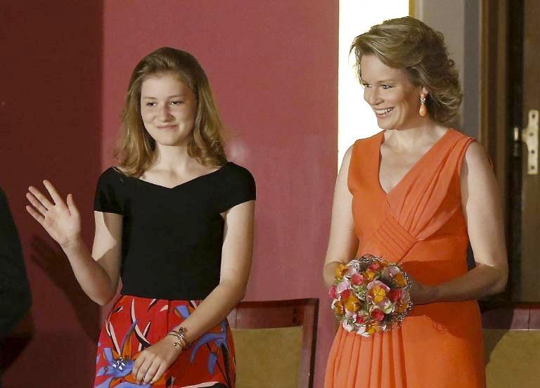 Königin Mathilde gönnt ihrer Tochter den Zuspruch des Volkes.  ©imago/Belga