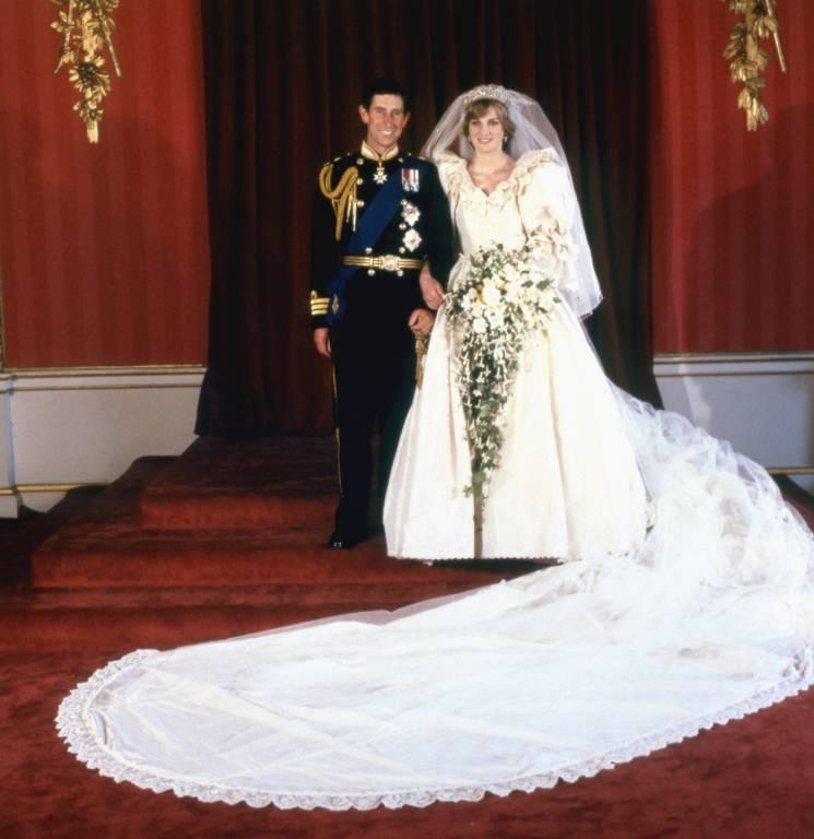 Für die Kameras spielten Charles und Diana das glückliche Paar. Doch hinter den Palastmauern brodelte es...  ©imago/United Archives