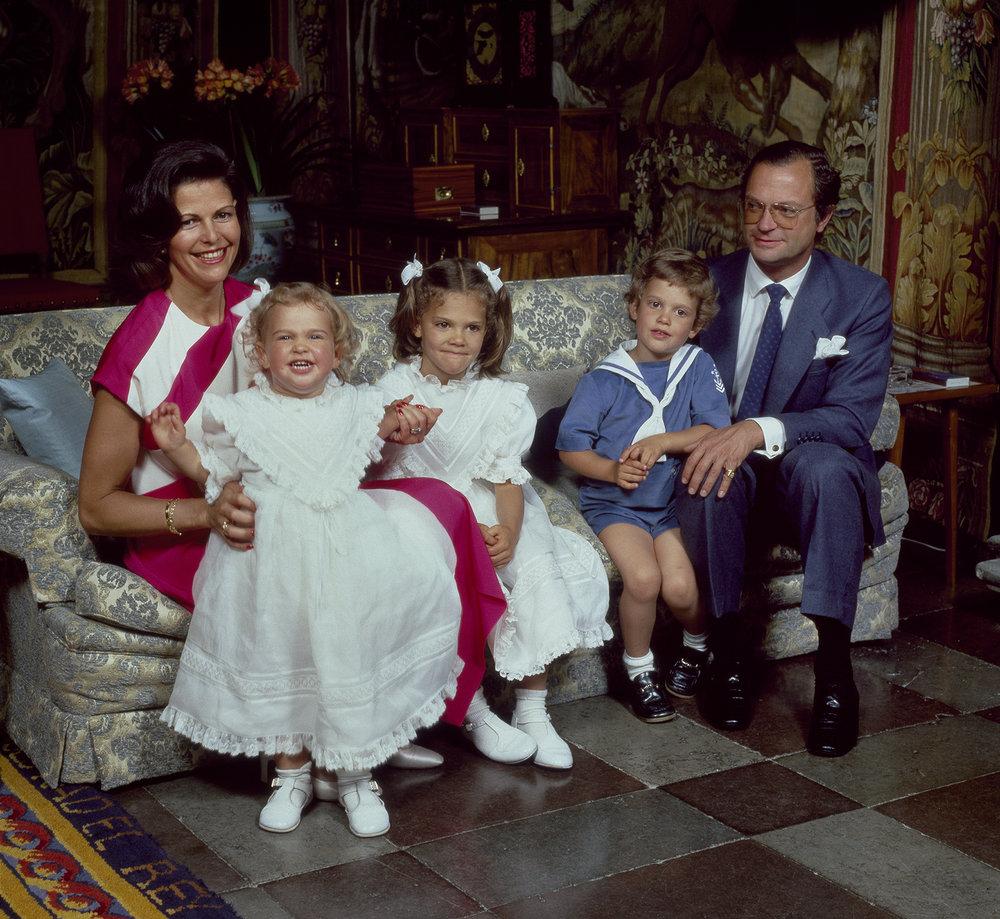 Schon in den Achtzigerjahren trug Königin Silvia das pink-weiß-gestreifte Kleid.  ©Håkan Lind, Kungahuset.se