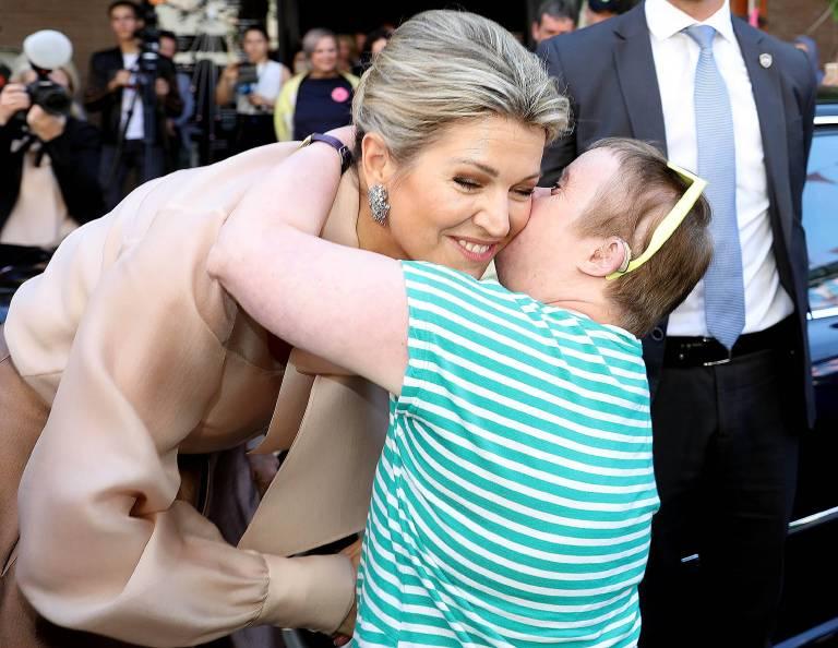 Ein Kuss für die Königin!Nursemin ist total vernarrt in die gebürtige Argentinierin.  ©imago/PPE