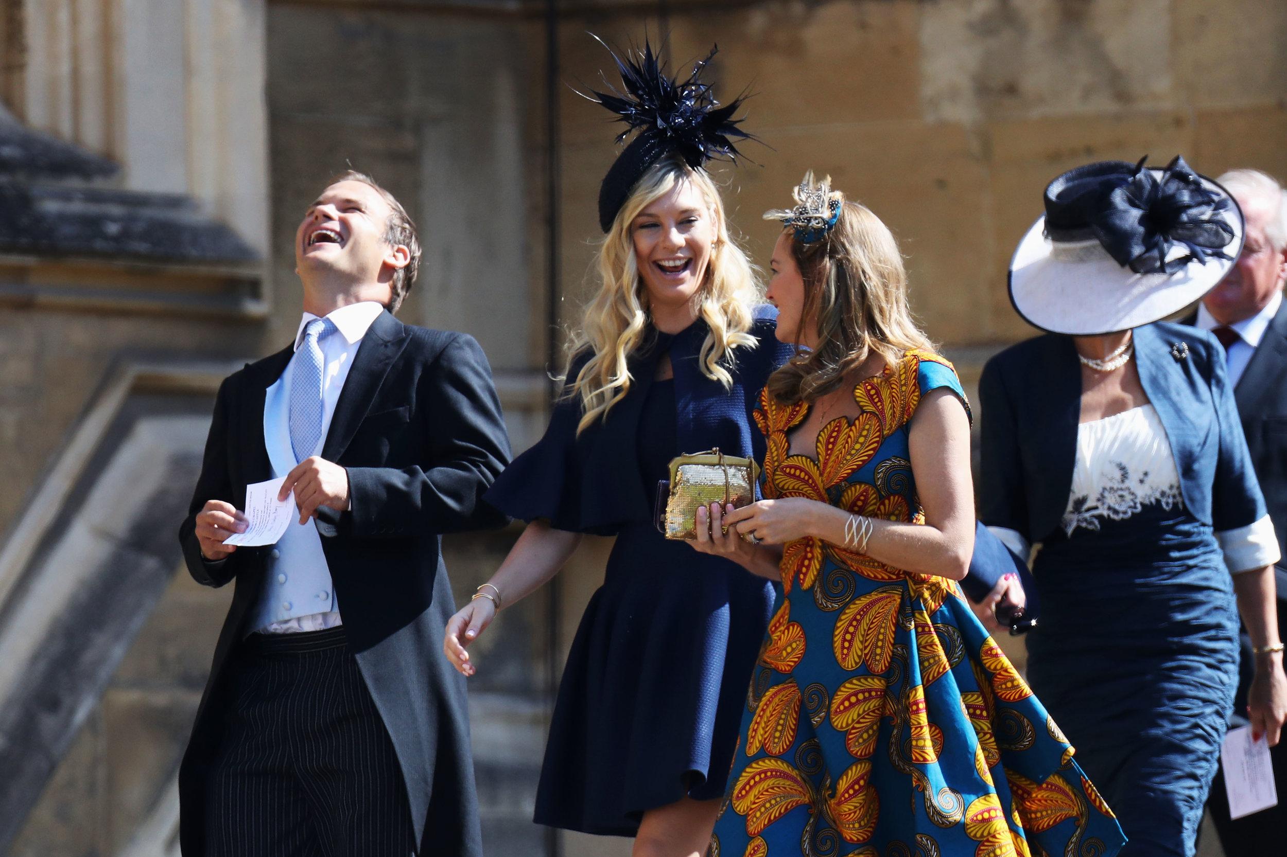 Gute Laune vor der Hochzeit. Chelsy Davy ulkt mit ihren Begleitern.  ©Getty Images