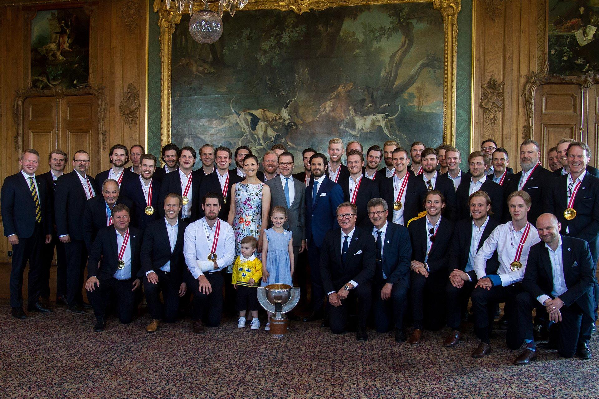 Im Königspalast wurde der schwedischen Nationalmannschaft zu ihrem großartigem Erfolg gratuliert.  Henrik Garlöv/Kungahuset.se