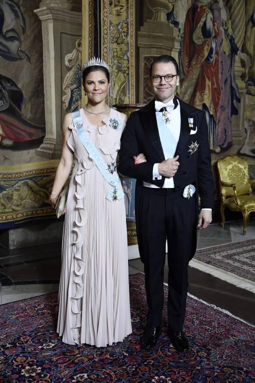 Die Königin des Abends: Kronprinzessin Victoria am Arm von Prinz Daniel.  ©imago/E-PRESS PHOTO.com