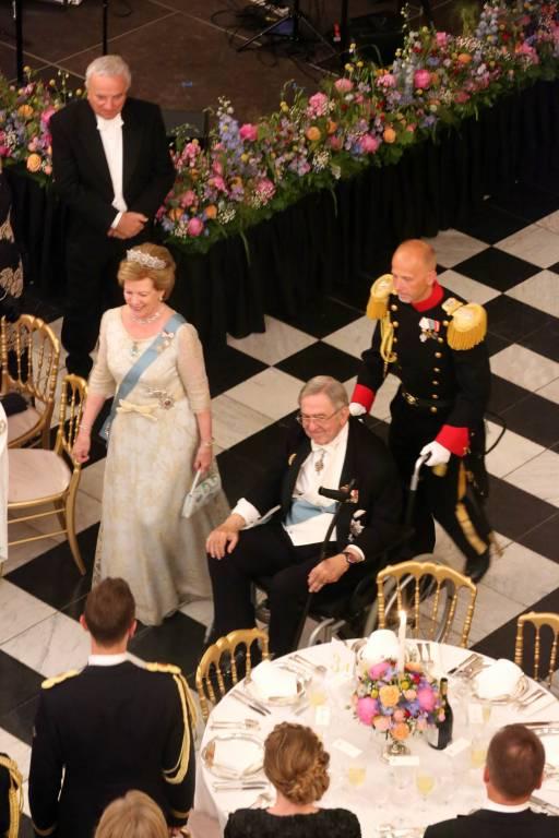 Beim 50. Geburtstag seines Neffens Kronprinz Frederik besuchte Konstantin die Gala im Rollstuhl.  ©imago/PPE