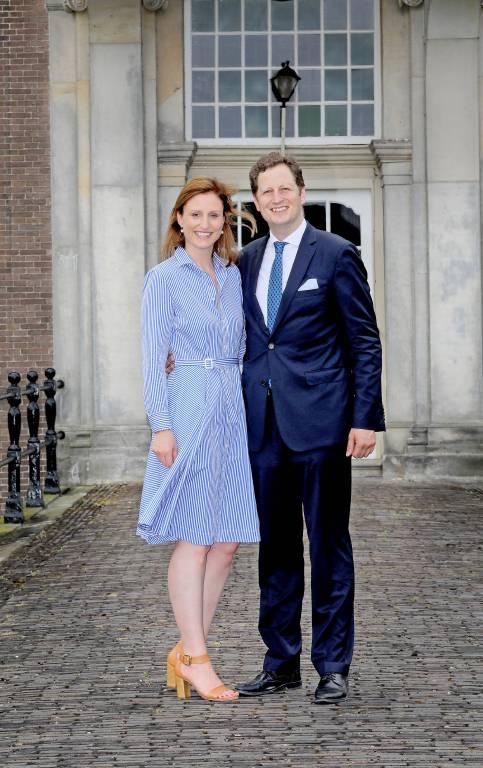 Georg Friedrich und Sophie von Preußen vor Schloss Amerongen in der niederländischen Gemeinde Utrechtse Heuvelrug.   ©imago/PPE
