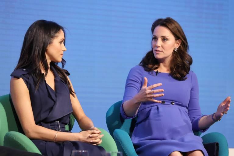 Eine Momentaufnahme, die den Anschein erwecken könnte, dass Meghan und Kate wild diskutieren.  ©imago/Starface