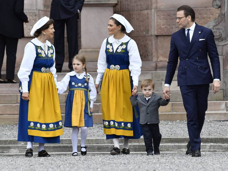 Am Nationalfeiertag posierte die schwedische Königsfamilie vor dem Stockholmer Schloss für die Fotografen.  ©imago/E-PRESS PHOTO.com