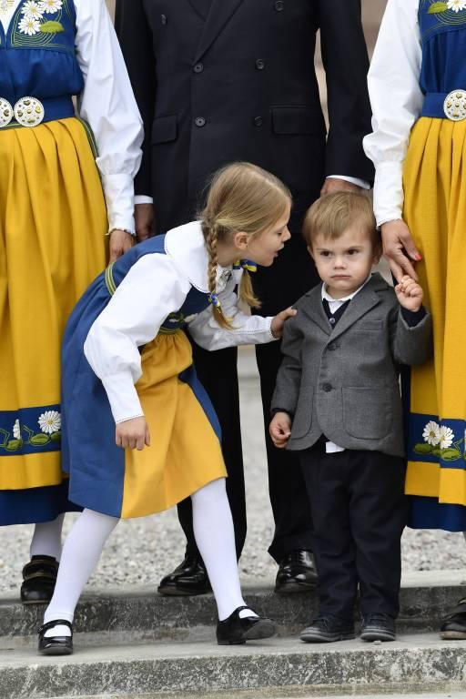 """""""Lächel' doch mal"""", scheint Estelle ihrem Brüderchen zu sagen.  ©imago/E-PRESS PHOTO.com"""
