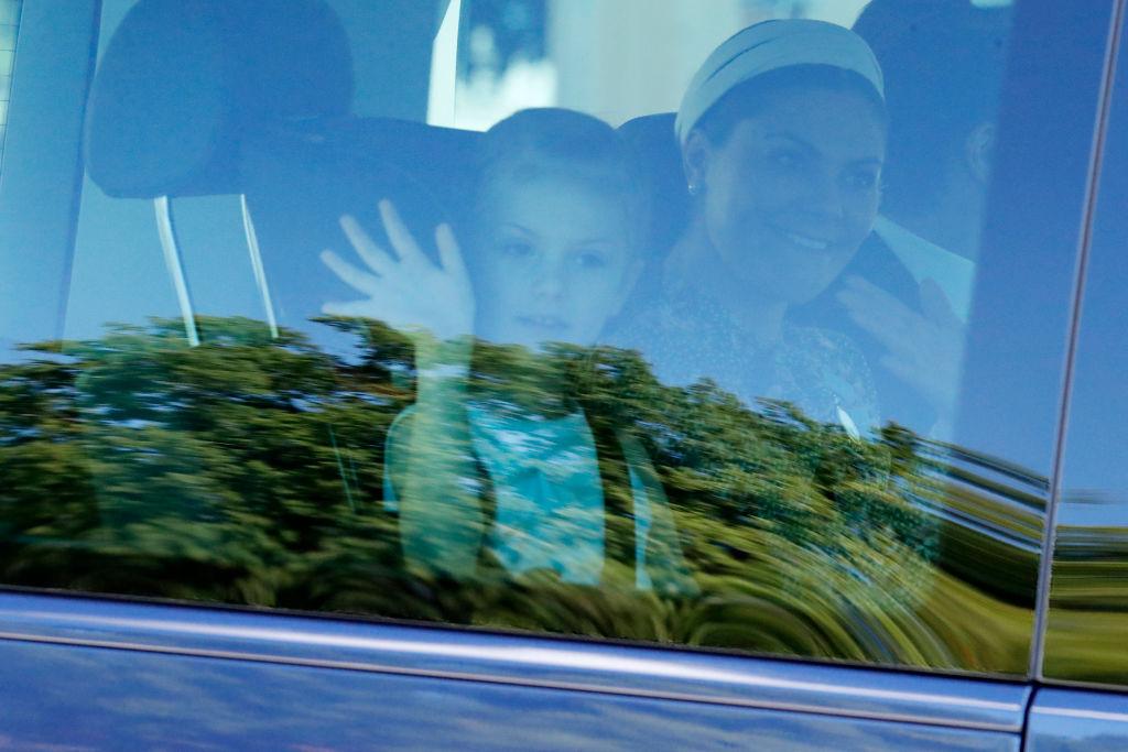 Im Auto winkte Estelle noch den Fotografen, dann wurde sie plötzlich krank.  ©Getty Images