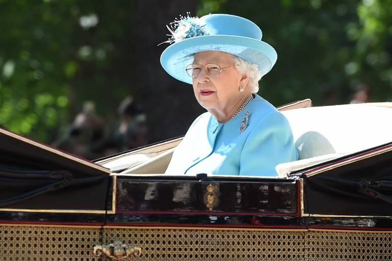 Allein: Queen Elizabeth fuhr ohne ihren Gatten mit der Kutsche.  ©imago/i Images