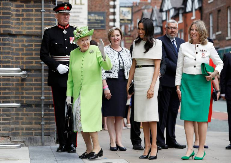 Queen Elizabeth und die Herzogin kommen beim Storyhouse in Chester an.  ©imago/PA Images