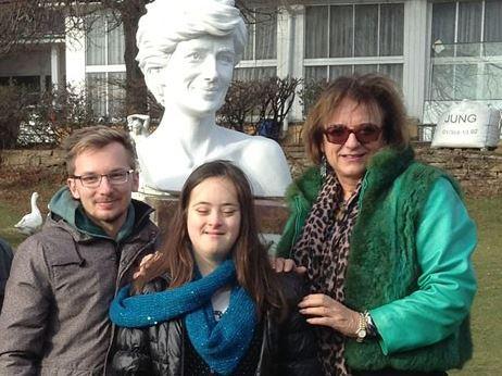 Ewald Wurzinger, Domenica Lawson und Rosa Monckton vor dem Diana-Memorial in Wien.  Foto: Privat