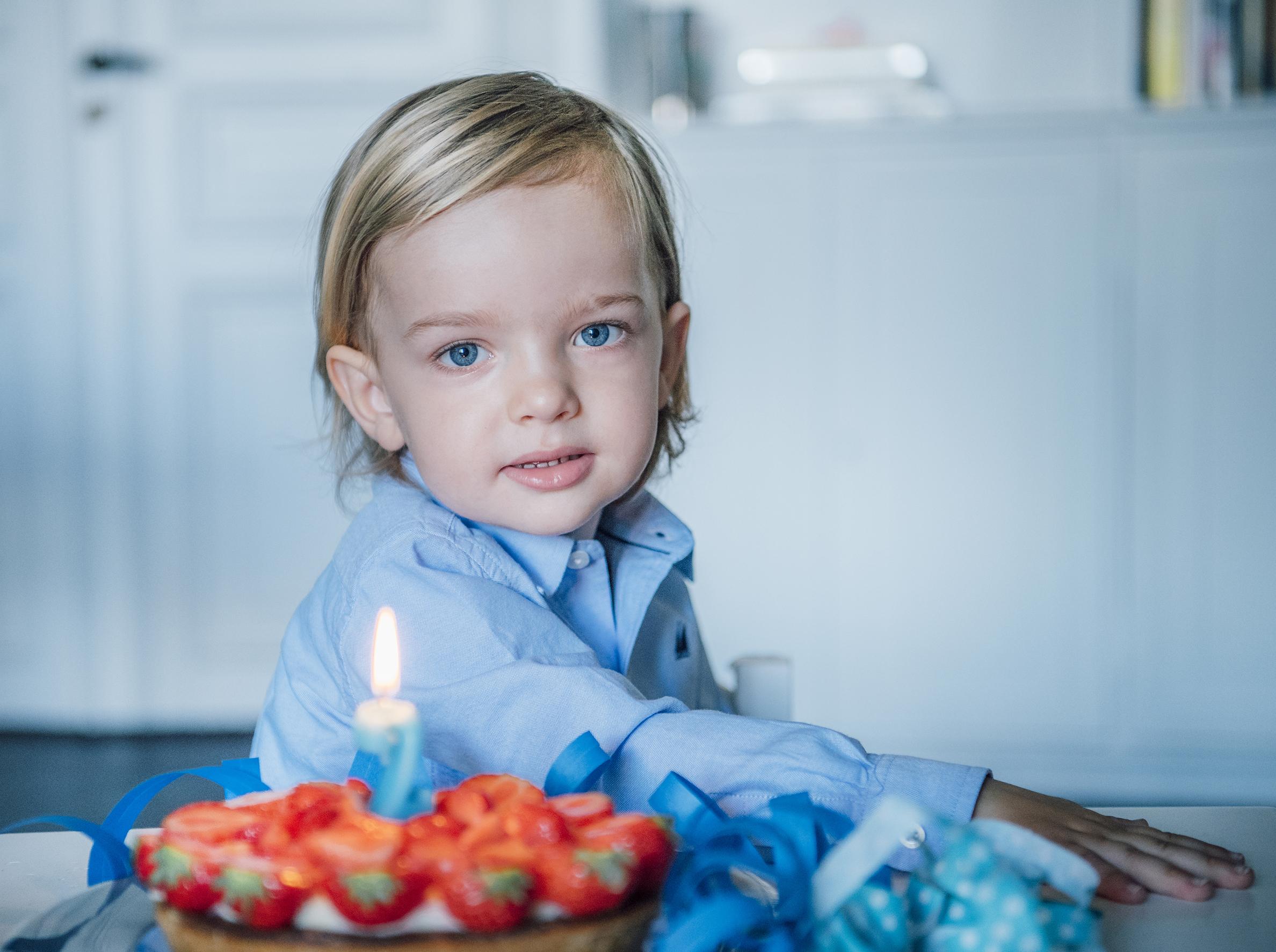 Noch zu seinem zweiten Ehrentag trug der Enkel von Silvia und Carl Gustaf eine ganz andere Frisur. ©Kate Gabor, Kungahuset.se