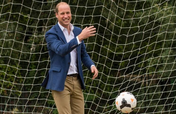 Prinz William spielt selbst Fußball. Er ist bekennender Fan von Aston Villa .  ©imago/i Images