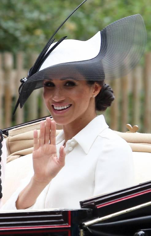 Herzogin Meghan fuhr gemeinsam mit Prinz Harry, Prinz Edward und Gräfin Sophie in der Kutsche.  ©imago/PA Images