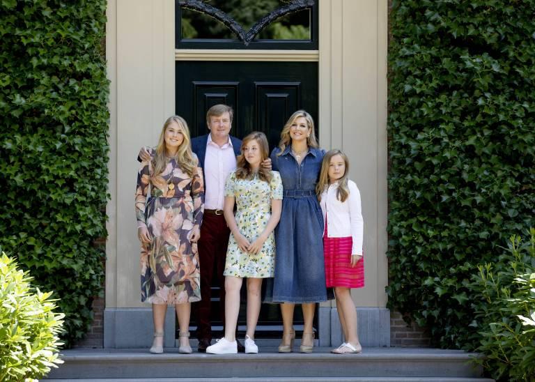 Nach dem Pressetermin hat sich die Königsfamilie offiziell in den Sommerurlaub verabschiedet. Es sollen Ferien ohne Handys werden.  ©imago/PPE