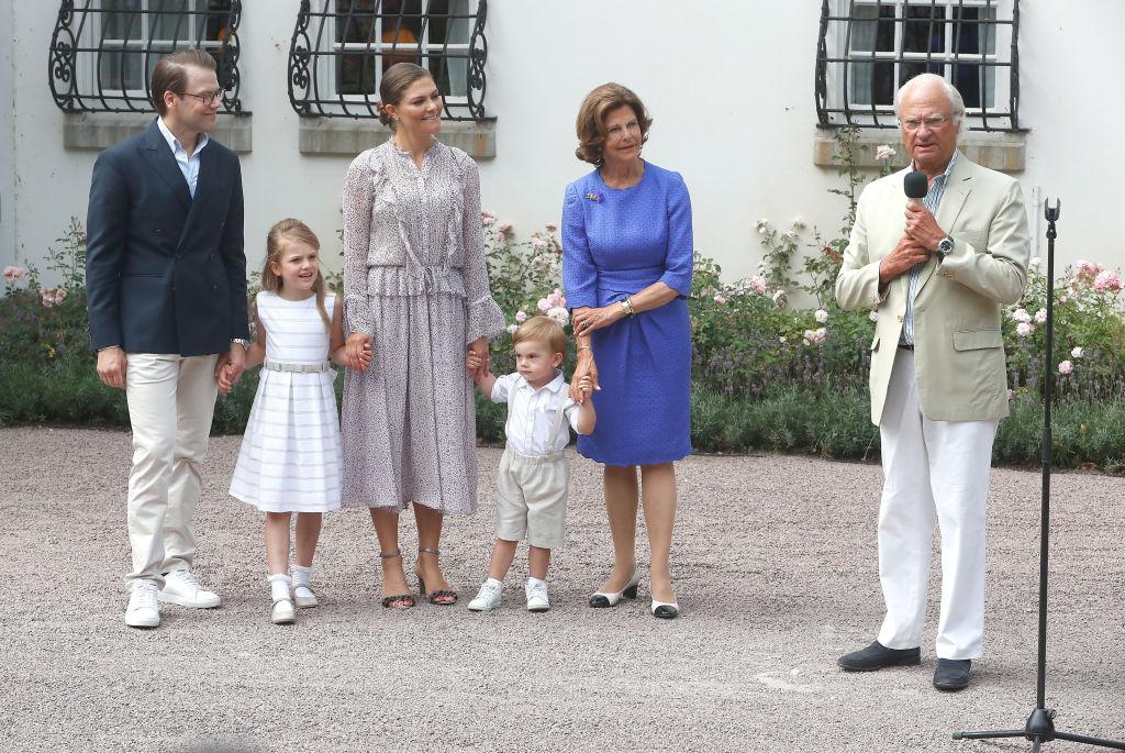 König Carl Gustaf hält eine Rede zu Ehren seiner ältesten Tochter Victoria.  ©Getty Images