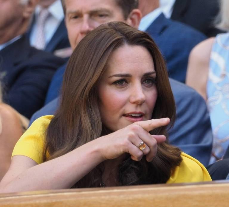 Herzogin Kate kombinierte ihr gelbes Dolce & Gabbana Kleid mit ihrem neuen Citrin-Ring.  ©imago/ZUMA Press