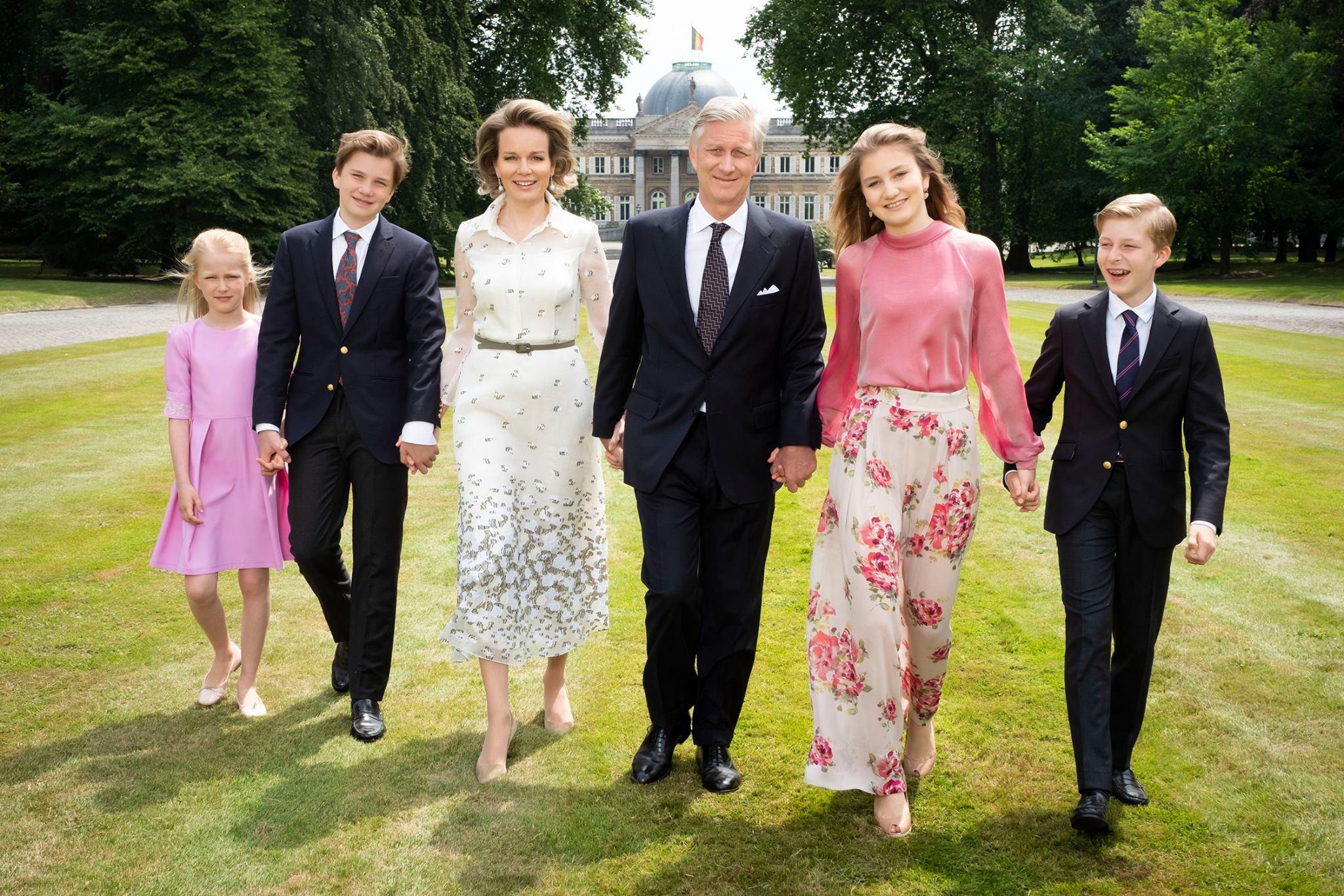 Eine sympathische Familie. Königin Mathilde und König Philippe mit ihren vier Kindern Eléonore, Gabriel, Elisabeth und Emmanuel (v.l.n.r.)  ©Koninklijk Paleis