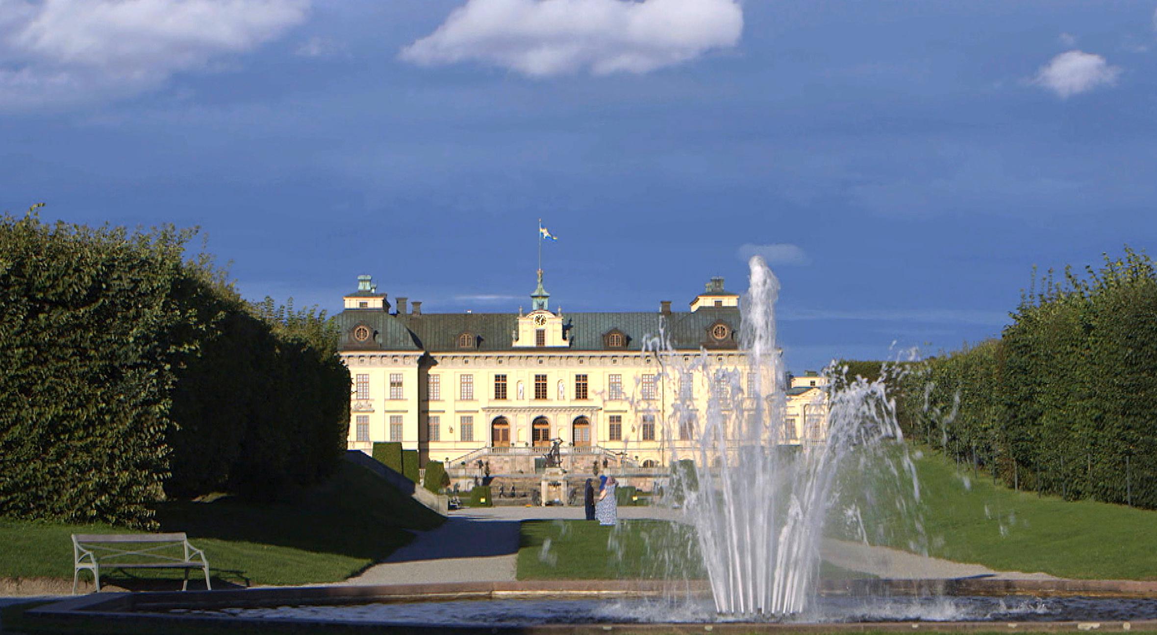 Wie ein schwedischer Mittsommernachtstraum liegen das Schloss Drottningholm und seine Parkanlage da, strenge barocke Ordnung und kunstvoll ungeordnete englische Gartenkultur nebeneinander.  ©NDR/ARTE/Moritz Schwarz