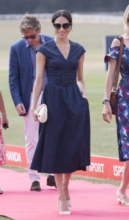 Herzogin Meghan besucht den Berkshire Polo Club, um Prinz Harry anzufeuern.  ©imago