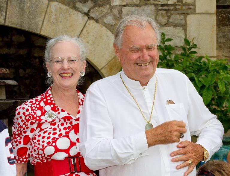 2014 feierte Königin Margrethe mit Prinz Henrik noch seinen 80. Geburtstag auf Schloss Cayx. 50 Jahre war das Paar verheiratet.  ©imago/PPE