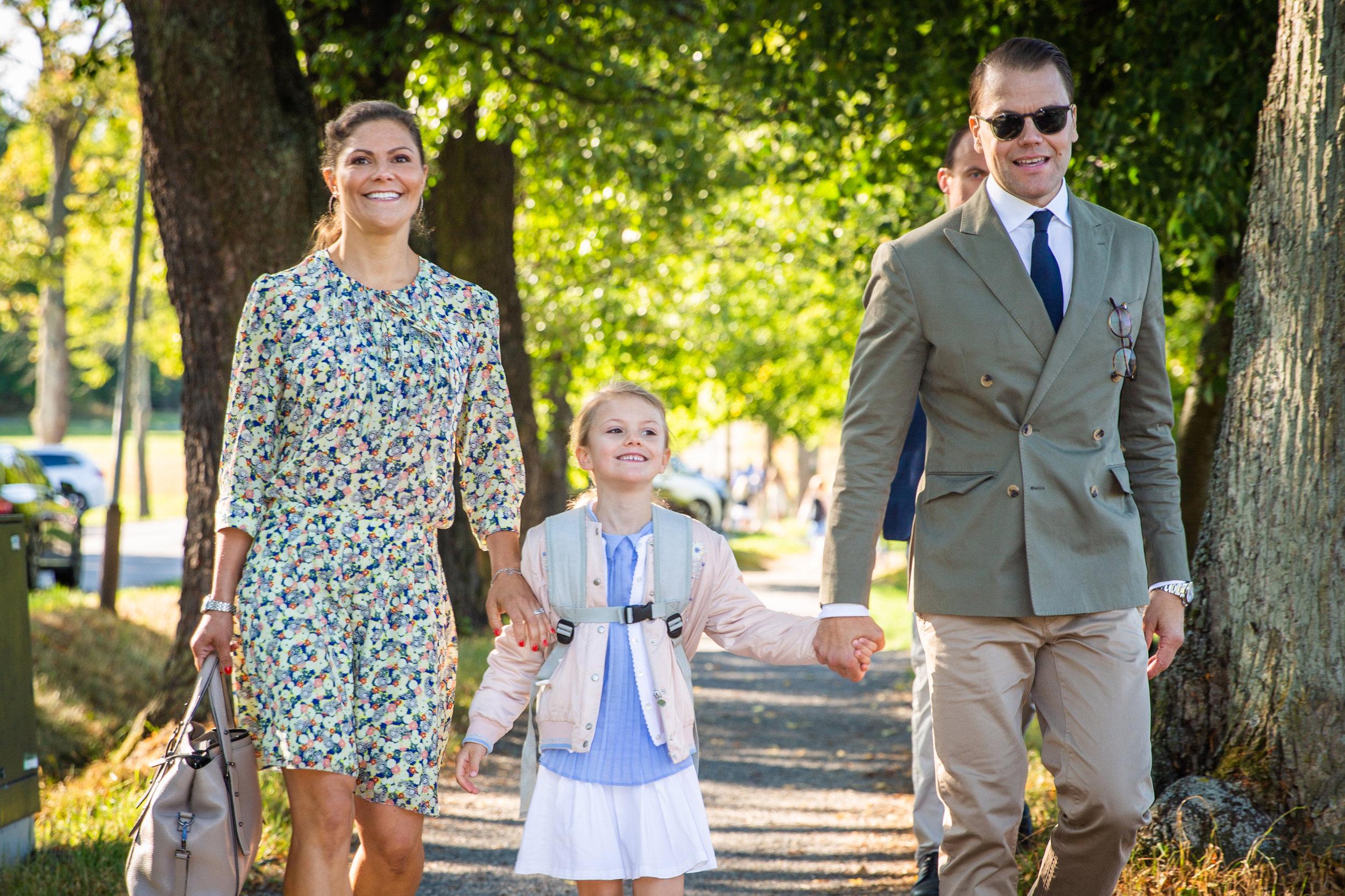 Prinz Daniel und Kronprinzessin Victoria brachten ihre Tochter Prinzessin Estelle gemeinsam in die Schule.  ©Raphael StecksénKungahuset.se