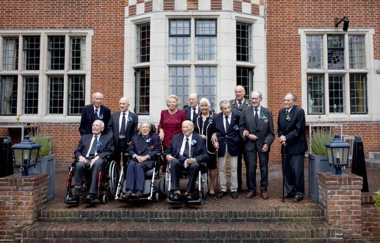 Beim Gruppenfoto rückte Rudi W. Hemme ganz dicht an die Mutter von König Willem-Alexander heran.(©imago/PPE)