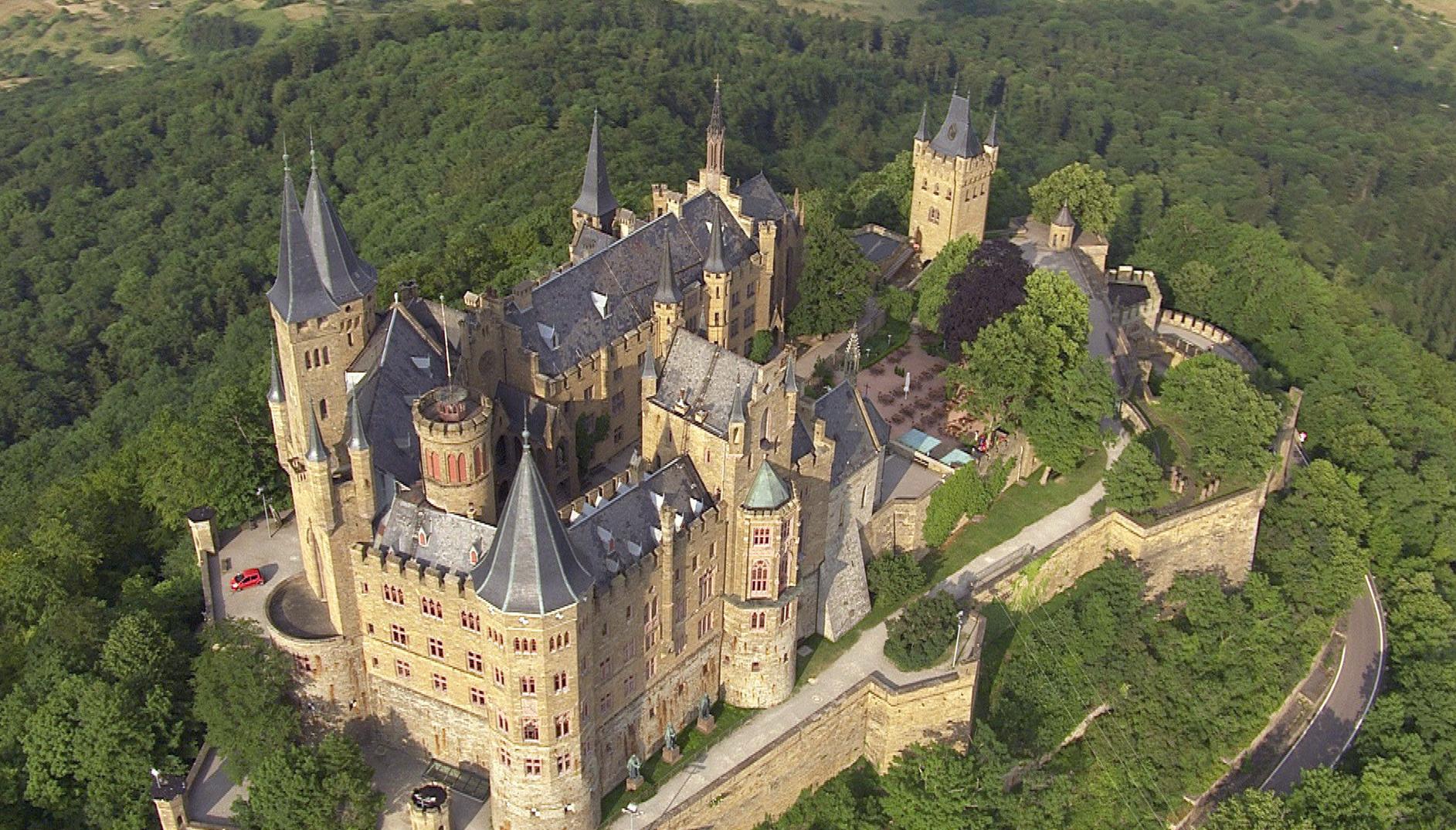 Auf knapp 900 Metern Höhe ragt das Schloss Hohenzollern gen Himmel – und der Stammsitz der Dynastie des letzten deutschen Kaisers imponiert auch von oben.  © ZDF/SWR/Vidicom