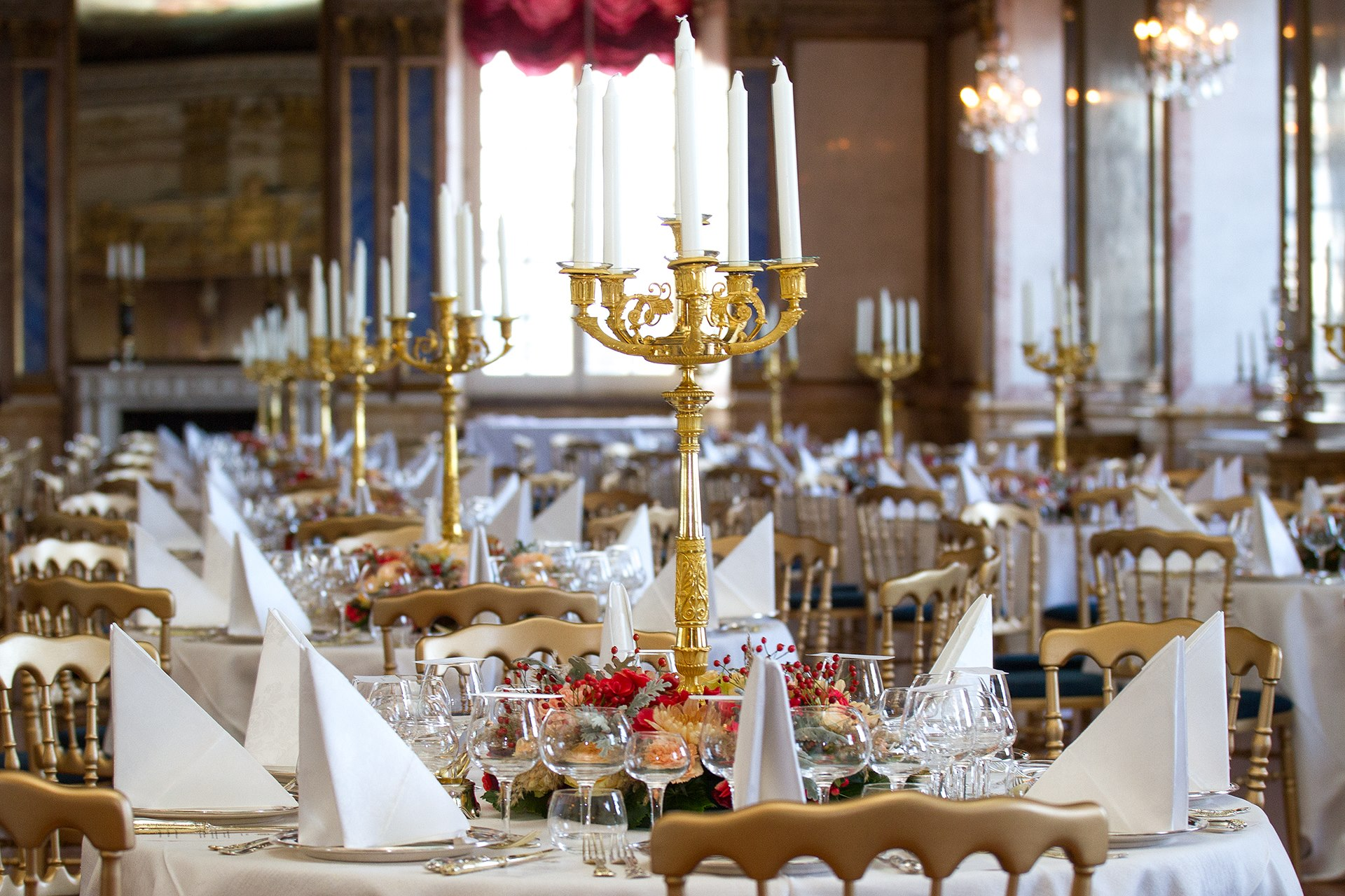 Was für ein Anblick! An diesen herrlich gedeckten Tischen wurde gespeist.  ©Henrik Garlöv/Kungahuset.se