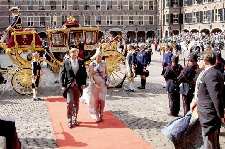 Der rote Teppich führt König Willem-Alexander und Königin Maxima direkt in den Rittersaal, wo der Monarch eine wichtige Rede halten wird.  ©imago