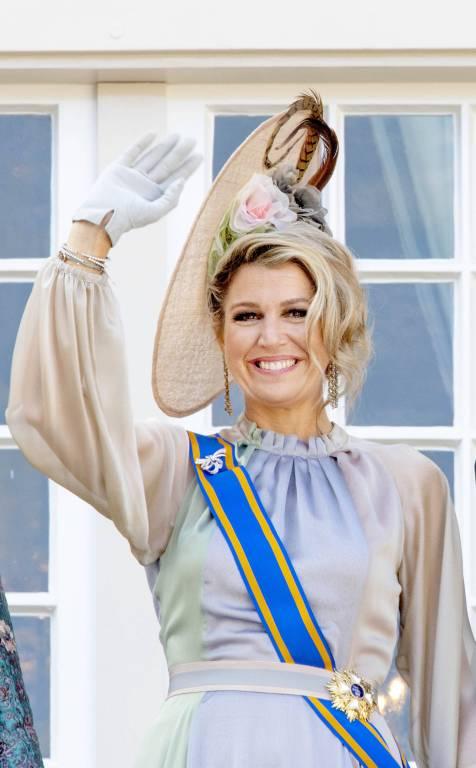 Königin Maxima grüßt das Volk vom Palastbalkon. ©imago