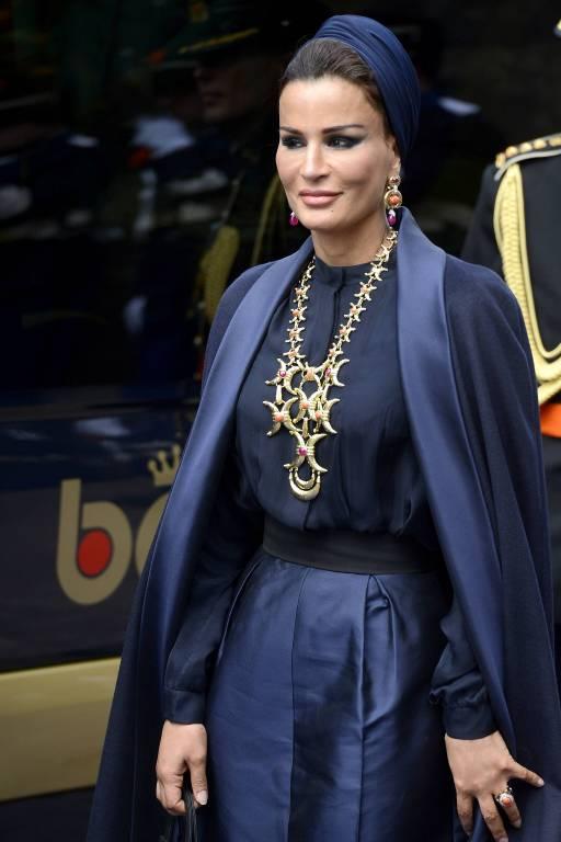 Wo sie auftaucht, sorgt sie für Aufsehen. Sheikha Moza liebt extravagante Looks.  ©imago