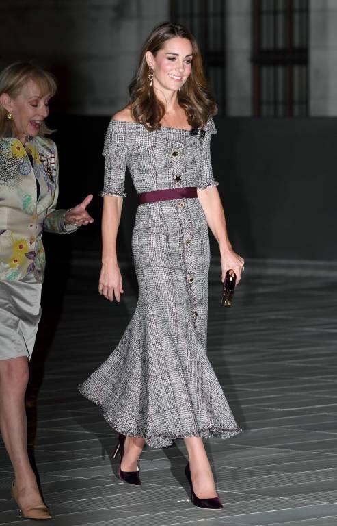Was für eine Wespentaille. Herzogin Kate ist ziemlich dünn.  ©imago/PA Images