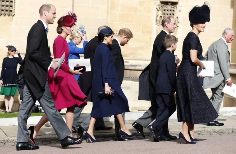 Versteckt Herzogin Meghan einen Babybauch? Twitter-User sind sich sicher, dass Prinz Harry und sie ein Kind erwarten.  ©imago