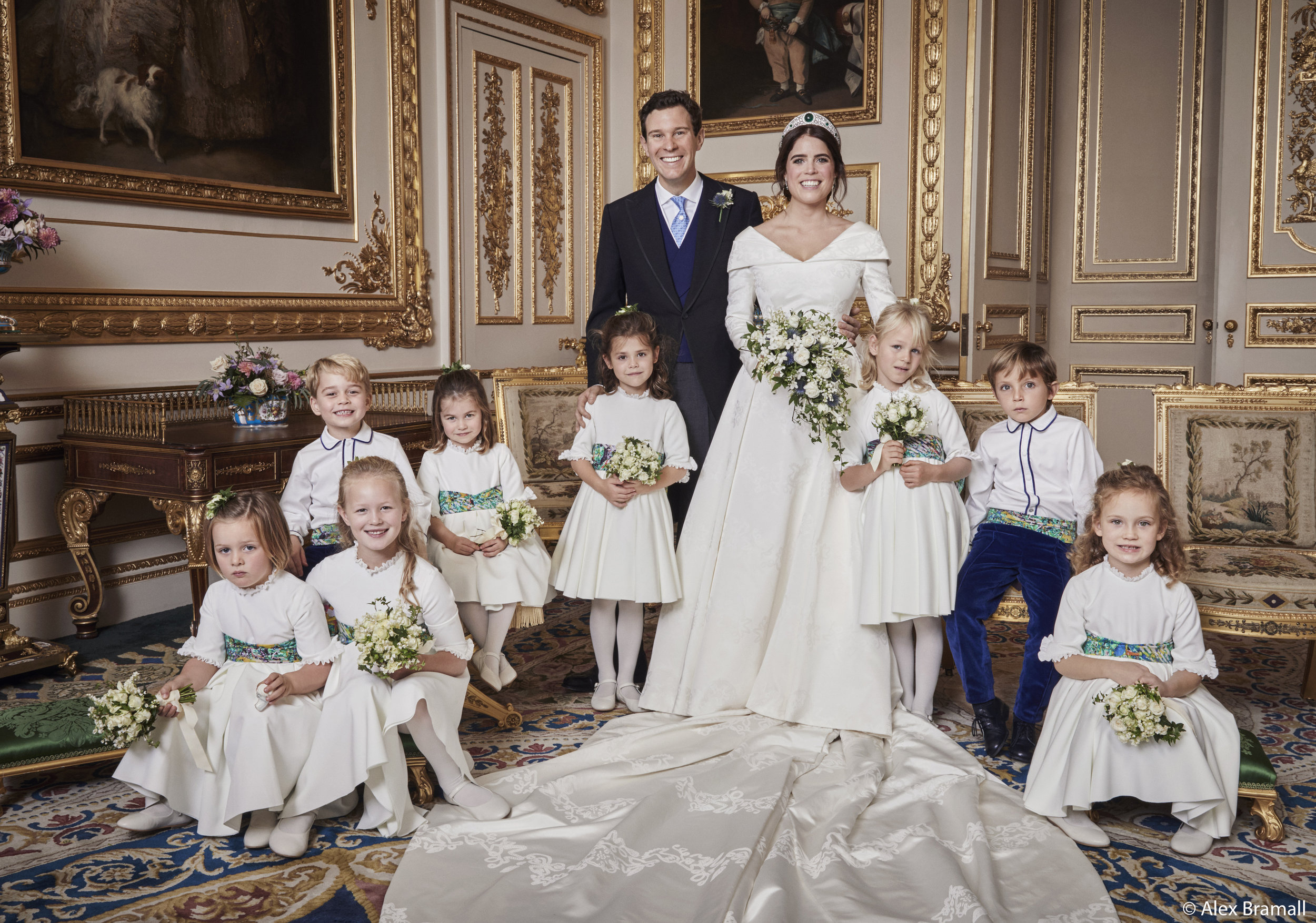 Das Brautpaar mit seinen Blumenkindern. Hintere Reihe: Prinz George, Prinzessin Charlotte, Robbie Williams' Tochter Theodora Williams, Isla Phillips und Louis De Givenchy.  Vordere Reihe: Mia Tindall, Savannah Phillips und Maud Windsor.  ©Royal Family / Alex Bramall