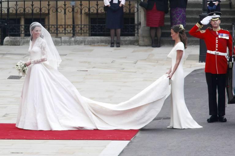Sie war einfach wunderschön! Herzogin Kate in ihrem Brautkleid der Designern Sarah Burton für das Modehaus Alexander McQueen.  ©imago