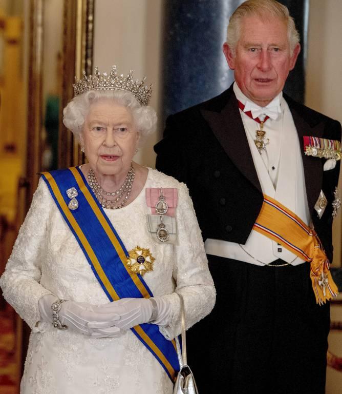 Noch steht Prinz Charles im Schatten seiner Mutter Queen Elizabeth. Doch eines Tages wird er auf dem Thron sitzen. Wenn es nach den Briten geht, darf es damit aber noch dauern.  ©imago/PPE