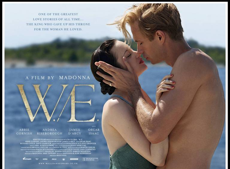 Diese Jahrhundert-Romanze von Edward VIII. und der Amerikanerin Wallis Simpson fasziniert die Upper Class New Yorkerin Wally gut 60 Jahre später so sehr, dass sie immer tiefer in die Welt des berühmten Glamour-Paars eintaucht.   Hier kannst du den Film auch online kaufe n  (Affiliate-Link).  ©imago/Prod.DB