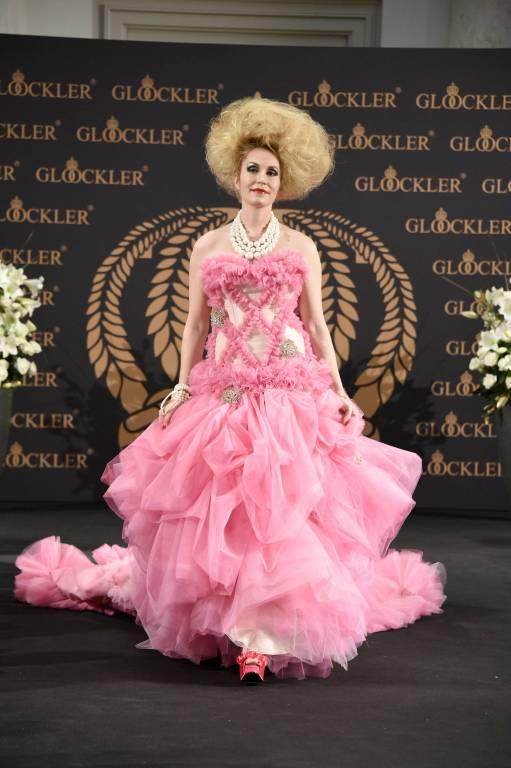Heute modelt Elna-Margret nur noch gelegentlich, wie hier für die Kollektion von Harald Glööckler. ©imago/Future Image