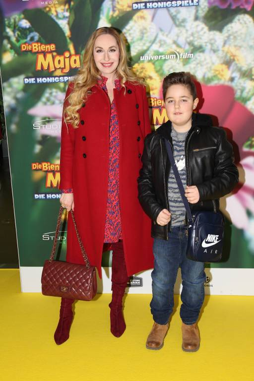 """Auch ihr Sohn """"Joni"""" interessiert sich schon für die bunte Fernsehwelt. Er begleitet seine Mama hin und wieder zu den Dreharbeiten bei """"QVC"""". ©imago/Spöttel Picture"""