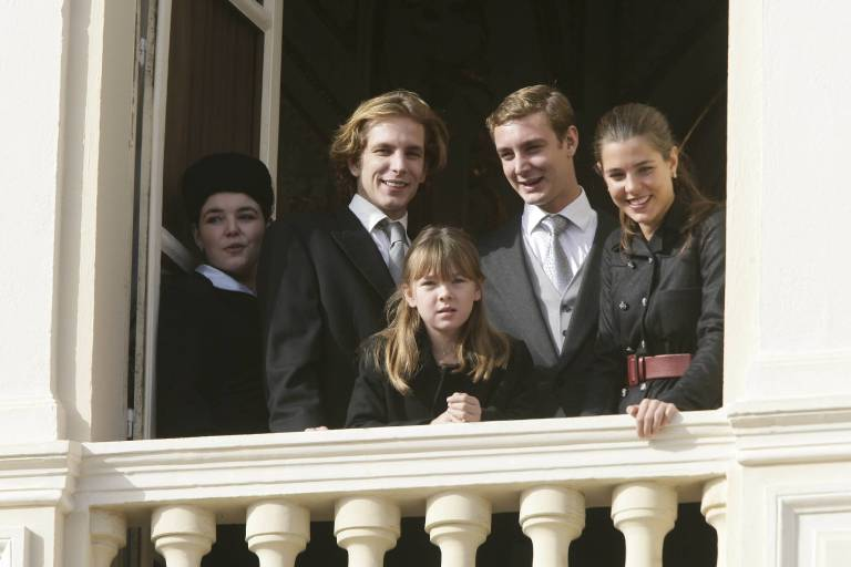 Charlotte Casiraghi mit ihren Geschwistern Andrea, Pierre und Alexandra beim Nationalfeiertag in Monaco im Jahr 2009.  ©imago/PPE