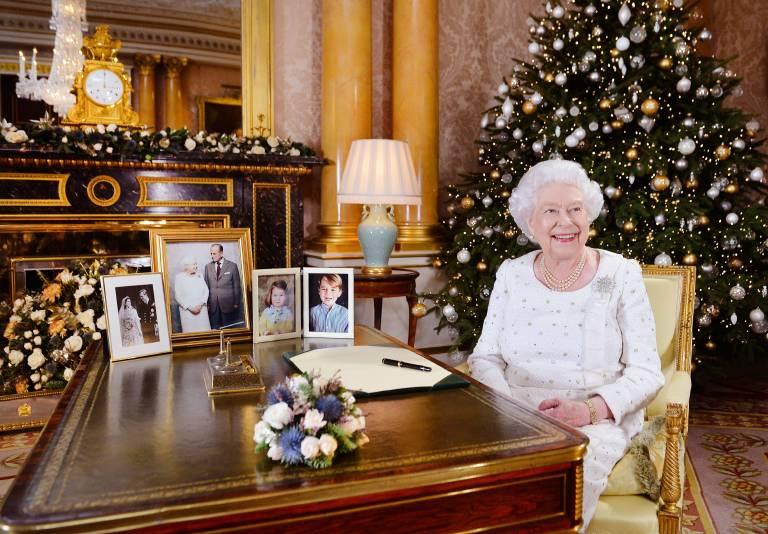 Queen Elizabeth und ihre Familie schenken sich oft lustige Geschenke. ©imago/i Images