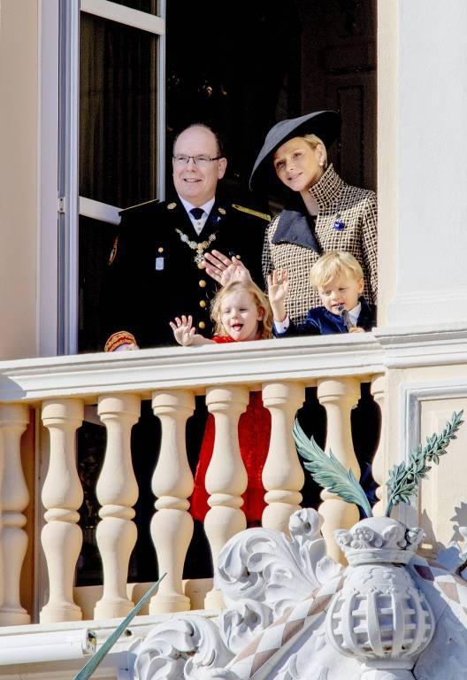Am 19.11. feierte die monegassische Fürstenfamilie den Nationalfeiertag. Das weite Outfit von Fürstin Charlène sorgt da schon für Spekulationen.  ©imago