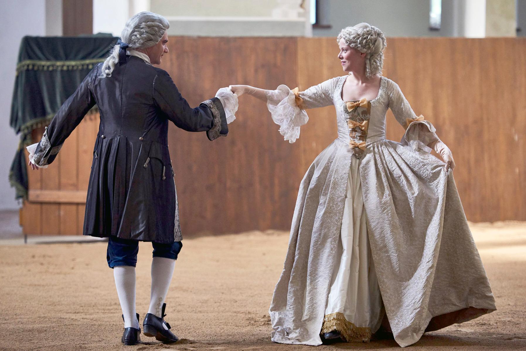 Maria Theresia (Marie-Luise Stockinger) schwärmt seit ihrer Kindheit für Franz Stephan von Lothringen (Vojtech Kotek).  © Ceská televize/Julie Vrabelová