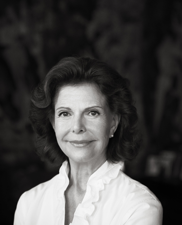 Zum 75. Geburtstag von Königin Silvia hat der Palast heute dieses neue Porträt veröffentlicht.  © Camilla Åkrans, Kungl. Hovstaterna