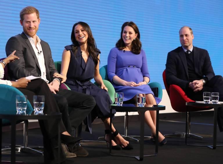"""Die ganz Welt ist fasziniert von den """"Fantastischen Vier"""". Doch ein paar Monate später werden Gerüchte laut, dass sich Kate und Meghan zerstritten haben.  ©imago"""