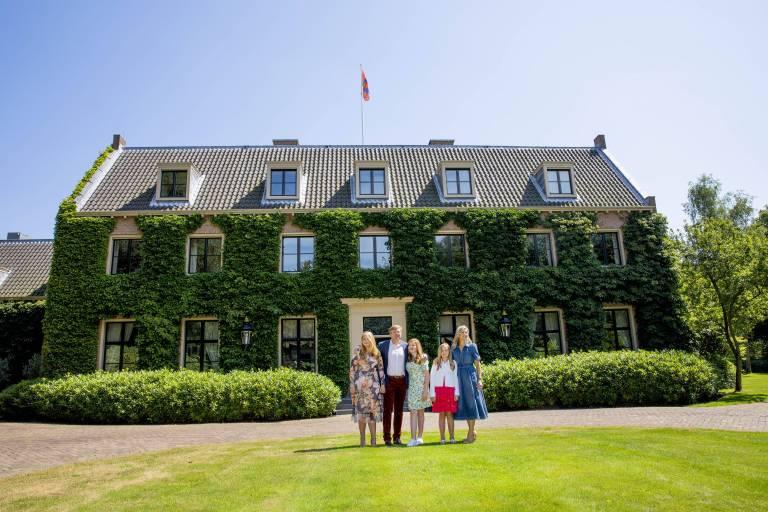 Villa Eikenhorst wurde in den Achtzigerjahren im Auftrag von Prinzessin Christina, der Schwester von Königin Beatrix erbaut. Sie selbst wohnte dort bis 1996, 2003 wurde die schöne Backstein-Villa das Zuhause von Willem-Alexander und seiner Familie.  ©imago